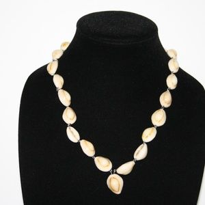 Beautiful vintage shell necklace with drop